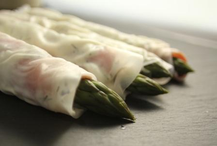 asparagus recipes - asparagus and smoked salmon rolls