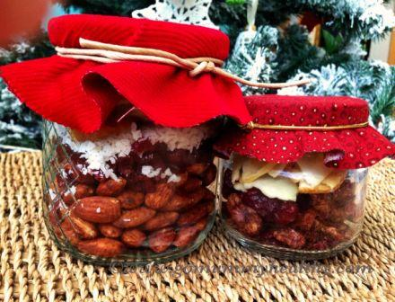 Christmas trail mix - a healthy snack